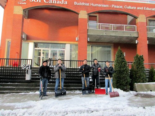 New Year's meeting was cancelled at the Vancouver Culture Centre due to weather. Above: Members from the Soka Group (young men's behind the scenes support group) clearing the snow on New Year's Day